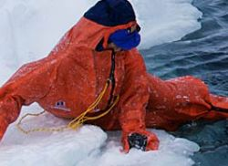 Dry suit for crossing the leads