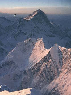 Mount Everest : 8 848m the highest peak in the world