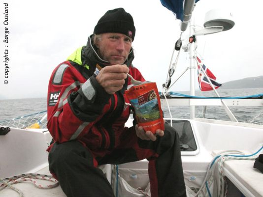 7 July / Yesterday – Thorleif taking time out for dinner, expedition style.