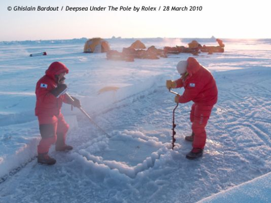 Already two dives had taken place in the five days since Ghislain Bardout's team was deposited in the vicinity of the North Pole. And 18.5 kilometres covered.
