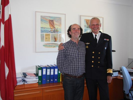 With Rear Amiral Henrik B. Kudsk, Chef for Greenland Command,. Pierre have been very happy to meet again the earlier Commander for the Inspection Ship HMDS Triton  then painting his first report in East Greenland in 1994.