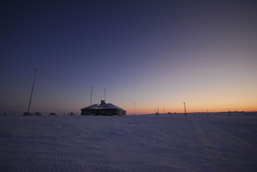 They arrive in Golomanyi, a tiny Russian meteorological station lost in the middle of nowhere.