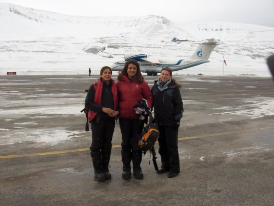Gigi Leila and Julie leaving Longyearbyen