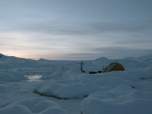 Our camp on the fjord Johan-Petersen.  The progression through the pack is quite difficult and we loose much time.