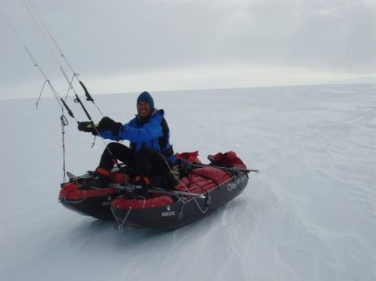 Before putting the sledges into the catamaran, Arnaud probably spared a thought for Ramon Larramendi and his famous trans-Antarctic expedition of 2005-06 (Traversia Blanca).