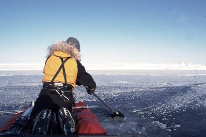 To cross the leads of the Arctic Ocean, polar travellers, when there are two or more of them, use a technique that consists of joining two sledges together in order to form a craft that is something like a catamaran.